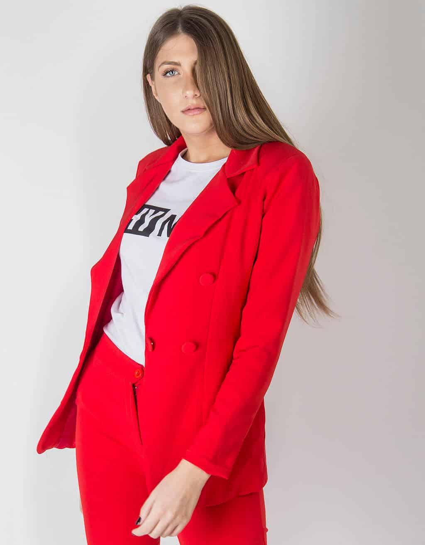 Κόκκινο Κοστούμι 2